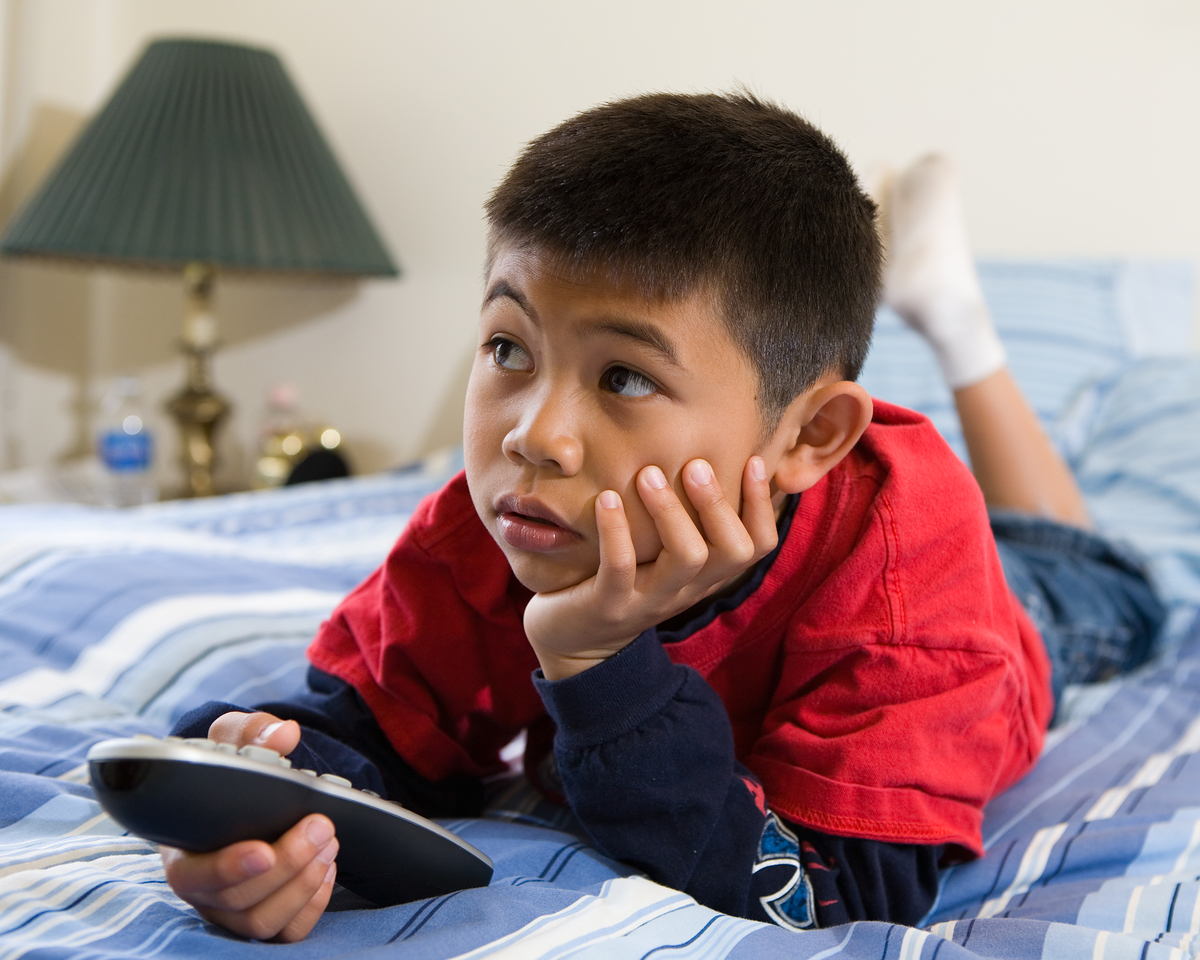 tv and the children Tv viewing among kids is at an eight-year high on average, children ages 2-5  spend 32 hours a week in front of a tv—watching television, dvds, dvr and.